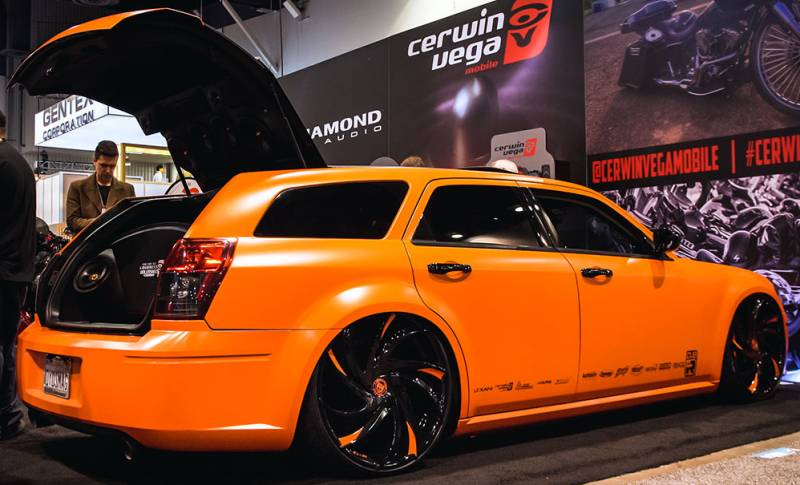 Dodge Magnum on Lexani Twister Custom Wheels